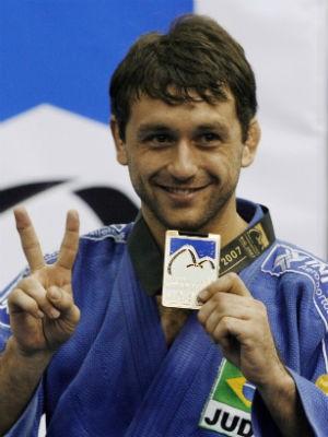 João Derly comemora seu segundo título mundial, em 2007 (Foto: Vanderlei Almeida/AFP/Arquivo)