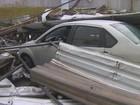 Vendaval causa destelhamentos e destroços atingem carros em Manaus