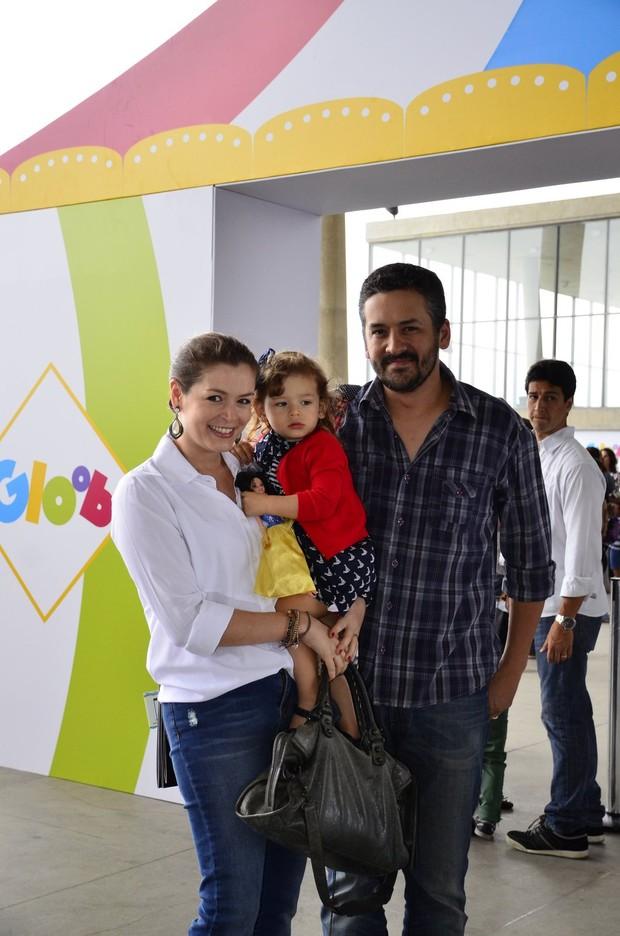 Bianca Castanho com a família (Foto: Henrique Oliveira / AgNews)