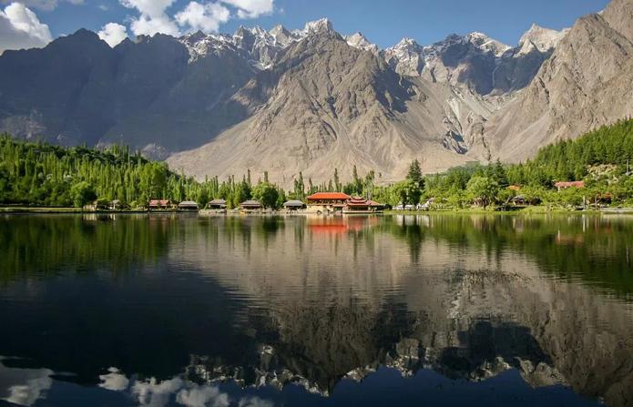 Fotografia de Zaeemsiddiq que retrata o Lago Shangrila, no Paquistão, venceu o Wiki Loves Earth 2015 (Foto: Wikimedia/Zaeemsiddiq)