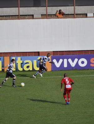 Lance do jogo entre Mogi Mirim e XV de Piracicaba (Foto: Bernardo Medeiros/ Globoesporte.com)