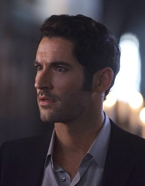 "Lucifer - ""A Priest Walks Into a Bar"" (9Ep1T)"