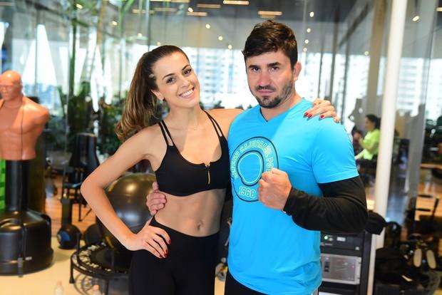 Angela Munhoz e o personal trainer Rodrigo Ruiz (Foto: Leo Franco/Agnews)