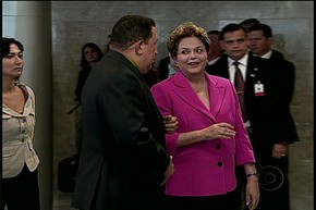 Ch&#225;vez e Dilma no Pal&#225;cio do Planalto (Foto: Reprodu&#231;&#227;o / TV Globo)