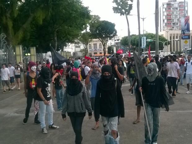 Manifestantes saíram do local de concentração e deve seguir para a Fan Fest (Foto: Henrique Mendes/ G1)