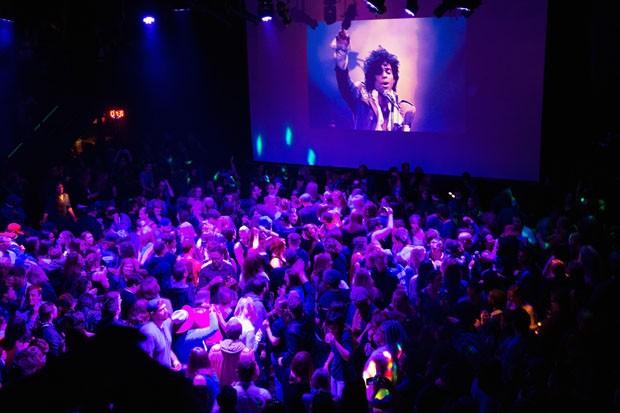 Pantone lança cor em homenagem ao cantor Prince (Foto: Getty Images)