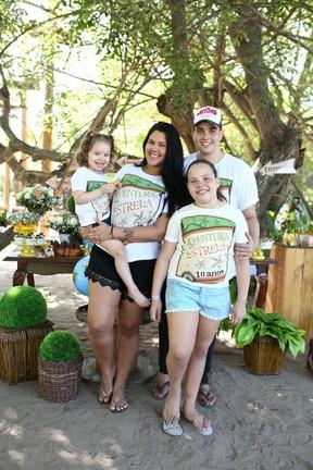 Filhos de Solange Almeida: Sabrina, Maria Esther, Rafael e Estrela, em festa em um parque em Fortaleza, no Ceará (Foto: Moisés/ Estudio3/ Divulgação)