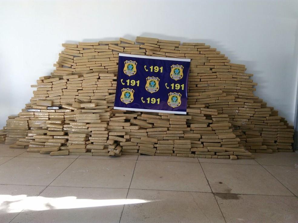 Droga apreendida na BR-163, em MT (Foto: Divulgação/PRF-MT)