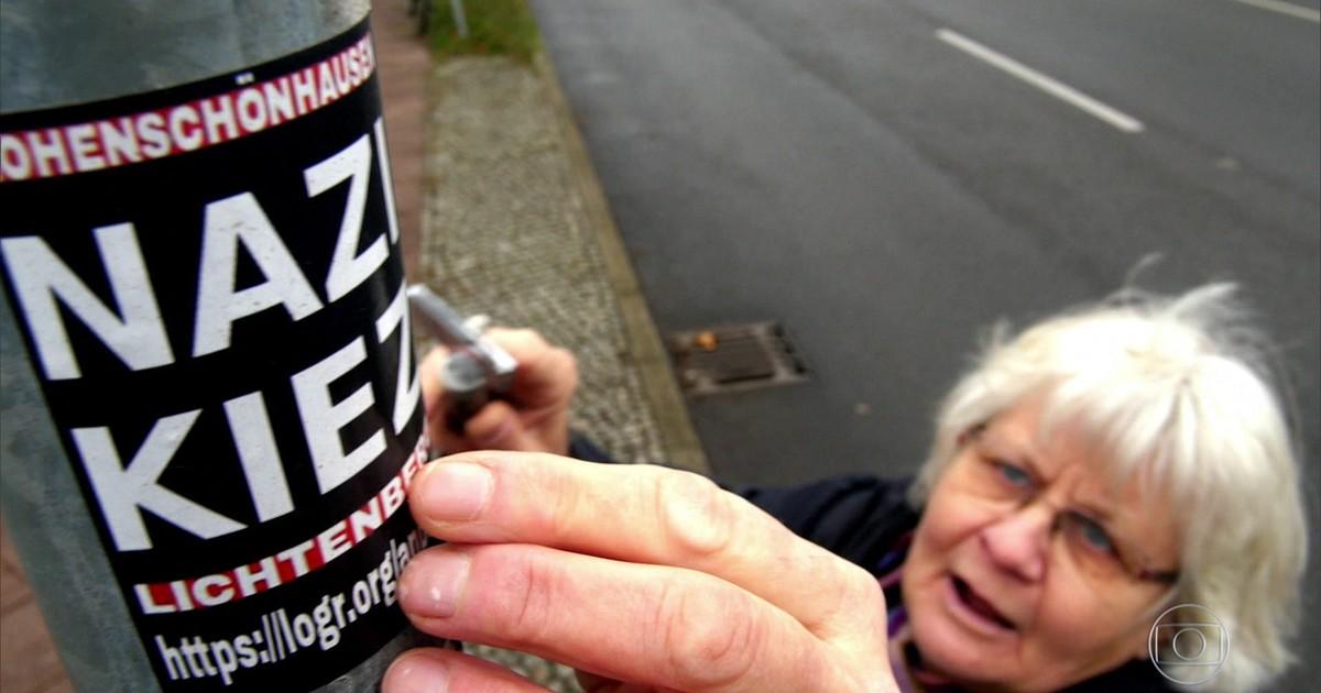 Resultado de imagem para idosa alemã que destrói mensagens de ódio