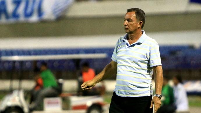 Técnico Eduardo Neto acompanha desempenho do Leão da Mata (Foto: Ailton Cruz / Gazeta de Alagoas)