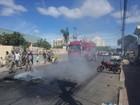 Moradores protestam em frente à unidade de saúde na Serra, ES