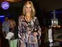Look do dia: Carolina Dieckmann usa vestido longo em São Paulo