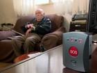Empreendedor cria relógio de emergência para idosos