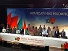 Dilma vai a congresso do PC do B, mas não comenta prisões; Lula falta