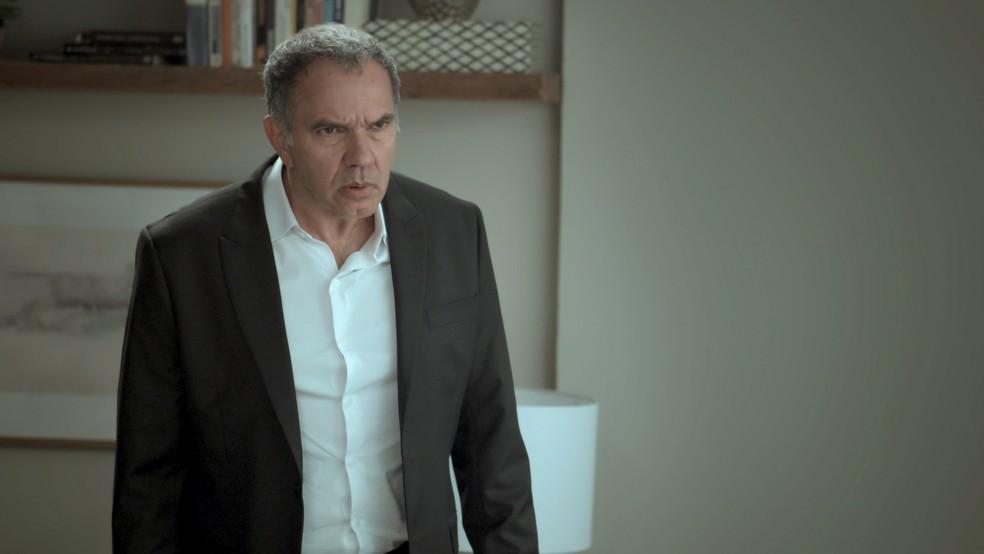 Eurico não acredita na esposa (Foto: TV Globo)