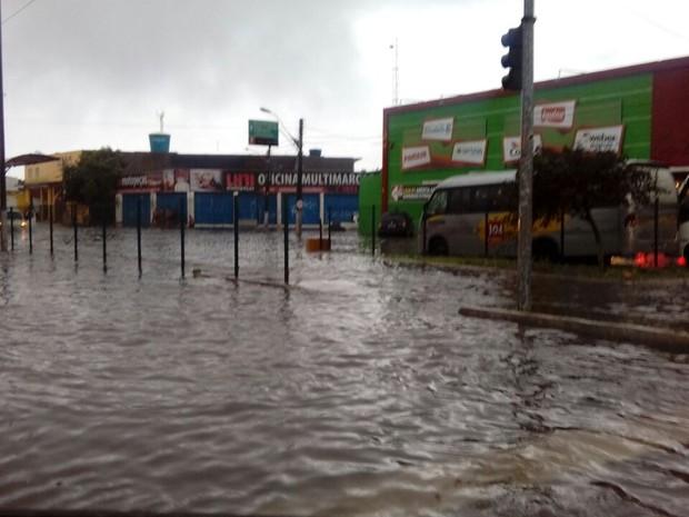 Avenida Bernardo Vieira alagada depois da chuva em Natal (Foto: Divulgação/STTU)