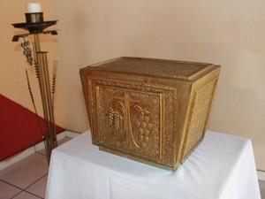 Um sacrário de ferro banhado a cobre também fez parte do antigo altar da capela de Campo Maior (Foto: Patrícia Andrade/G1)