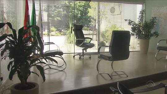 Prefeito de Joaçaba, SC, começa mandato em gabinete sem mesas