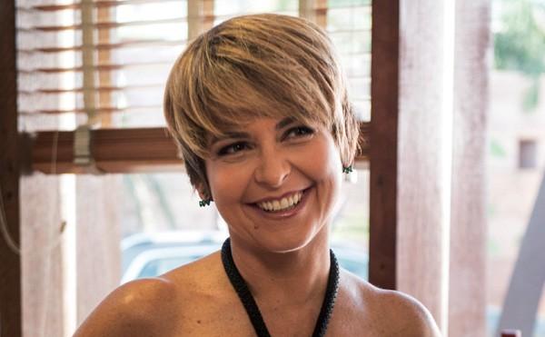 """Claudia Abreu aderiu ao pixie cut para viver a Helô na segunda fase de """"A Lei do Amor"""" (Foto: Divulgação)"""