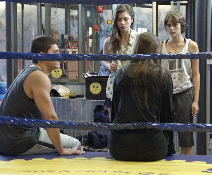 Bianca não está gostando nada dessa história (Foto: Globo)