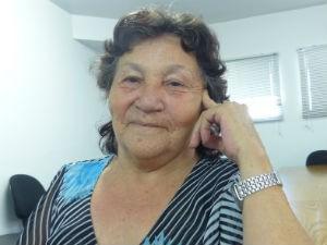 Maria das Mercês conta sobre as dificuldades da vida  (Foto: Adriana Justi / G1)