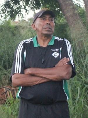 Toinho, técnico do Tiradentes-PI (Foto: Joana D'arc Cardoso/GloboEsporte.com)