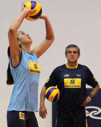 Ana Tiemi, treino da seleção de vôlei (Foto: Alexandre Arruda/CBV)