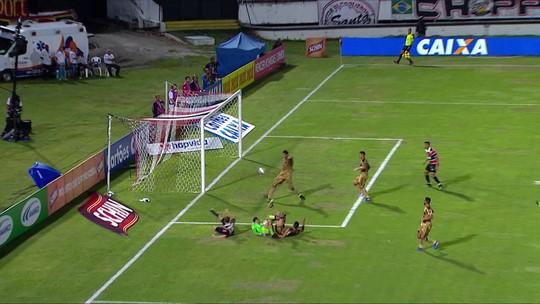 """Zagueiro Durval supera goleiros na enquete e vira o """"vilão"""" da rodada"""
