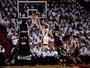 Dwyane Wade supera jogo coletivo do Toronto, e Miami empata os playoffs