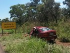Carros batem de frente e duas pessoas morrem na BR-365