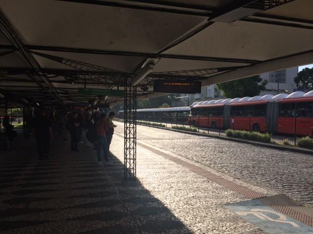 A greve é por tempo indeterminado; frota mínima circula pelas ruas (Foto: Karine Garcia/RPC)
