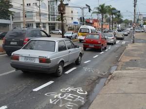 Ciclofaixa na Independência foi respeitada por motoristas em Piracicaba (Foto: Leon Botão/G1)