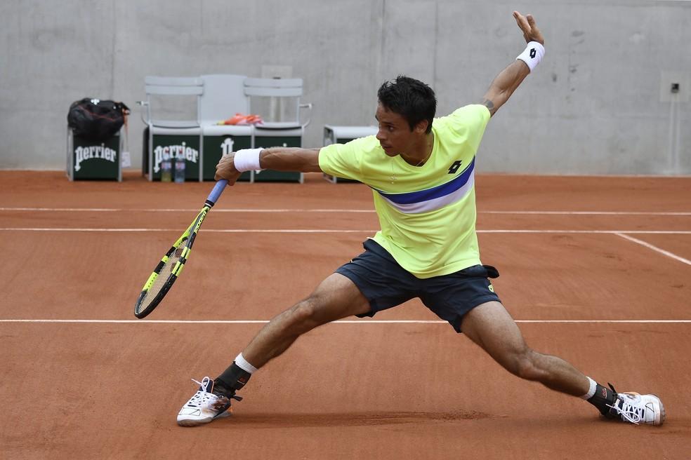 Rogerinho consegue grande virada na estreia de Roland Garros (Foto: Eric FEFERBERG / AFP)