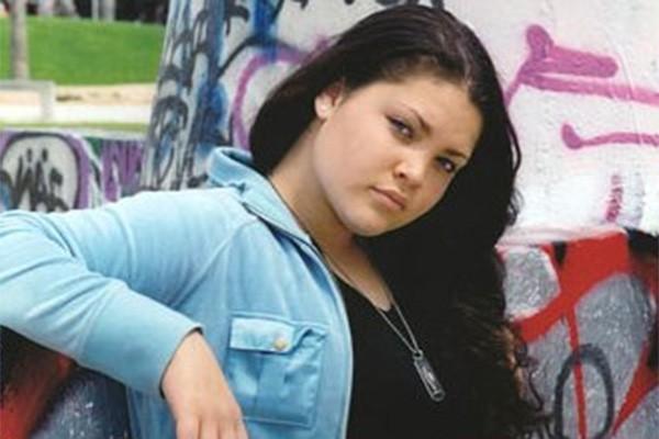 A morte de Tara Correa-McMullen é um trágico caso de realidade que segue a ficção. Após interpretar uma adolescente que morreu durante uma troca de tiros em 'A Juíza', a atriz morreu de uma forma similar aos 16 anos. (Foto: Divulgação)
