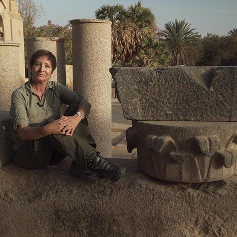 Sonia Bridi no Templo de Philae, em Assuã, no Sul do Egito (Foto: Globo/Paulo Zero)