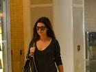 Fernanda Paes Leme exibe bolsa estilosa de R$ 2700 em aeroporto