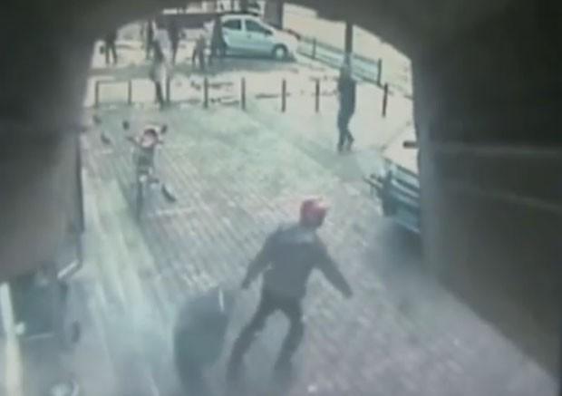 Ladrão foi preso por não conseguir carregar saco de dinheiro  (Foto: Reprodução/YouTube/ODN)