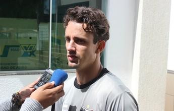 """Debutante em estaduais, atacante """"estrangeiro"""" quer título no Anápolis"""