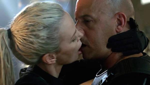 O beijo entre Charlize Theron e Vin Diesel em Velozes e Furiosos 8 (Foto: Divulgação)