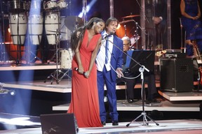 Ludmilla ganha carinho de Roberto Carlos em gravação (Foto: Francisco Silva/AgNews)