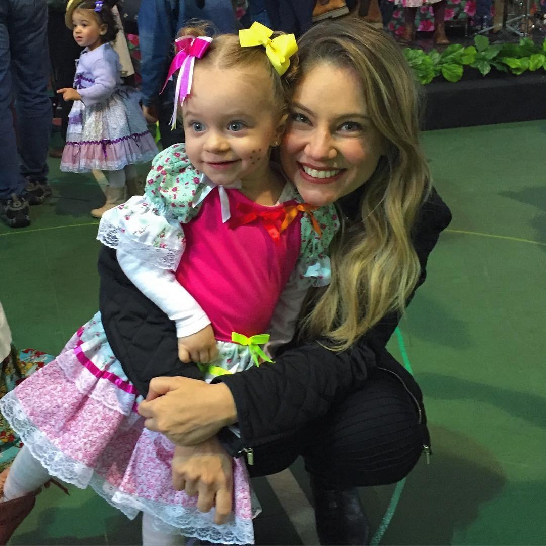 Juliana Baroni e a filha (Foto: Reprodução/Instagram)