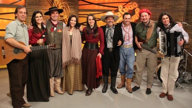 Nomes da música tradicionalista marcaram presença no Galpão Crioulo com canções recém lançadas  (Foto: Verônica De Giacomo/RBS TV)