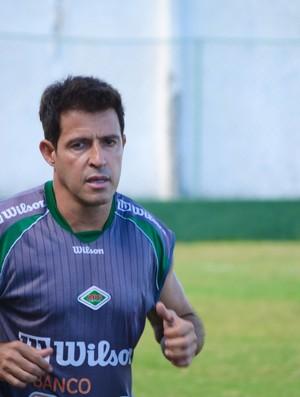 Ramon treina na Cabofriense (Foto: Léo Borges)