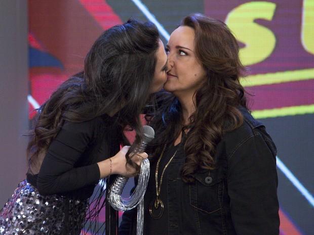 Tat Werneck beija Ana Carolina no Tudo Pela Audincia (Foto: Samuel Kobayashi/Multishow)