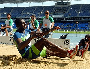 Jadel Gregório na prova de salto triplo no GP de atletismo (Foto: Alexandre Durão / GLOBOESPORTE.COM)