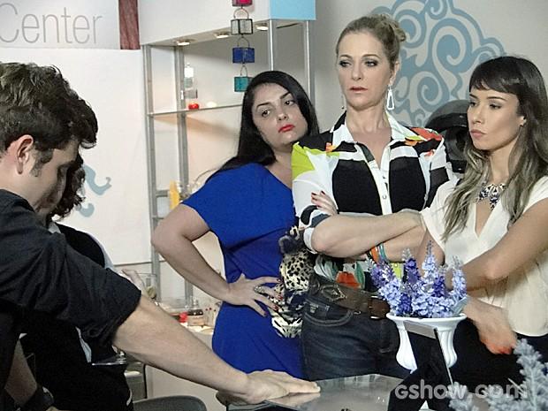 As clientes do salão ficam furiosas ao tomarem bolo (Foto: Malhação / TV Globo)
