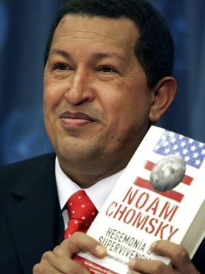 Hugo Chávez cita livro de Noam Chomsky sobre império dos Estados Unidos em discurso feito em Nova York (Foto: Getty Images)