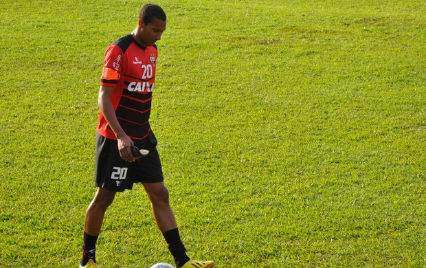 Artur, zagueiro do Atlético-GO (Foto: Guilherme Gonçalves/Globoesporte.com)