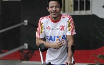 Nixon inicia fisioterapia para tratar lesão (Foto: Divulgação / Flamengo)