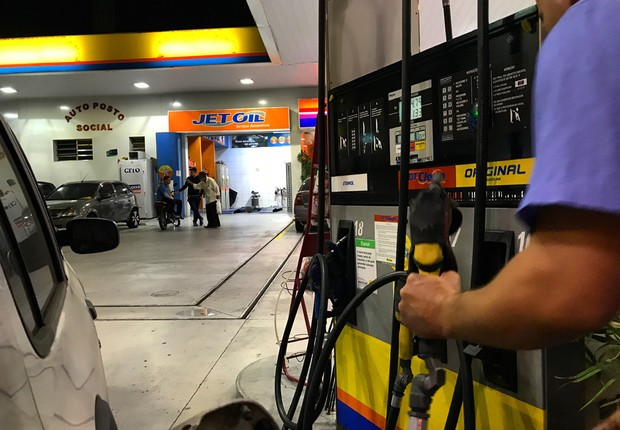 Aumento do PIS/Cofins eleva preço dos combustíveis no país (Foto: Roberto Parizotti/Fotos Públicas)